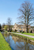 Cottages by a stream — Stock Photo