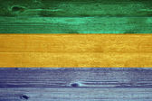 Bandeira do gabão pintada em fundo de prancha de madeira velha. — Foto Stock