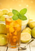 Iced Mint Tea w Wild Lemons and Real Ice Cubes — Stock Photo