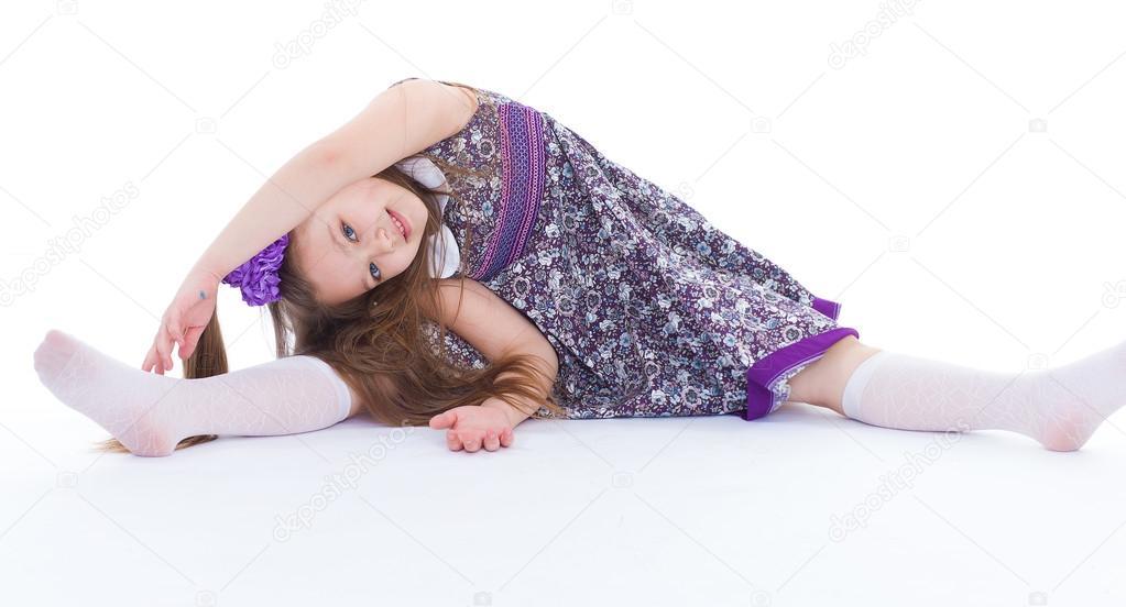 Девушка садится на фото 417-296