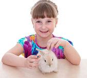 Sevimli tavşan ile küçük kız — Stok fotoğraf