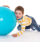 Little boy with a big ball. — Foto Stock
