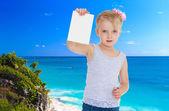 Little girl near the ocean — Stock Photo