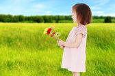 Sweet child having fun outdoor — Stockfoto