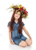 Beautiful girl with a wreath of flowers on her head. — Stock Photo