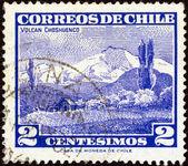 Chile - alrededor de 1960: un sello impreso en chile muestra volcán choshuenco, alrededor de 1960. — Foto de Stock