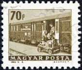 """Maďarsko - cca 1963: známka vytištěna v Maďarsku od """"dopravy a spojů"""" emise ukazuje železniční t.p.o. trenér, cca 1963. — Stock fotografie"""