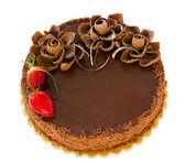 Pastel de chocolate con fresas aislado — Foto de Stock