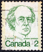CANADA - CIRCA 1972: A stamp printed in Canada shows a portrait of Canadian Prime Minister Sir Wilfrid Laurier, circa 1972. — Foto de Stock