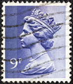 UNITED KINGDOM - CIRCA 1971: A stamp printed in United Kingdom shows a portrait of Queen Elizabeth II, circa 1971. — Stockfoto