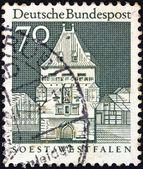 """Niemcy - ok. 1966: znaczek wydrukowany w niemczech od wydania """"zabytków"""" pokazuje osthofen bramy, soest, ok. 1966. — Zdjęcie stockowe"""