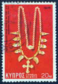 CYPRUS - CIRCA 1976: A stamp printed in Cyprus shows a gold necklace from 6th century AD found in Cyprus and now exposed in Metropolitan museum New York, circa 1976. — Stock Photo