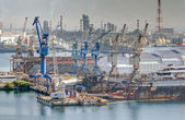 Heavy industrial zone with shipyard and refinery — Stockfoto
