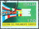 Italia - circa 1979: un sello impreso en italia emitida para las primeras elecciones directas al parlamento europeo muestra banderas de miembros estados formando e, circa 1979. — Foto de Stock