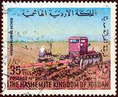 Jordánsko - cca 1973: razítka v jordánsku ukazuje, farmář a rozorávání stroj, cca 1973. — Stock fotografie