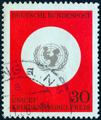 GERMANY - CIRCA 1966: A stamp printed in Germany issued for the award of Nobel peace prize to United Nations children's fund shows UNICEF Emblem, circa 1966. — Zdjęcie stockowe