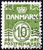 Дания - circa 1905: штамп напечатан в Дании показывает корону и два льва, circa 1905. — Стоковое фото