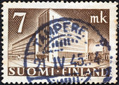 FINLAND - CIRCA 1942: A stamp printed in Finland shows Main Post Office, Helsinki, circa 1942. — Foto de Stock