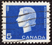 CANADA - CIRCA 1962: A stamp printed in Canada shows a portrait of Queen Elizabeth II and Agriculture symbol, circa 1962. — Foto Stock