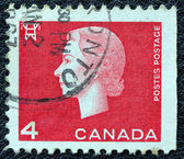 CANADA - CIRCA 1962: A stamp printed in Canada shows a portrait of Queen Elizabeth II and Electricity pylon symbol, circa 1962. — Foto Stock