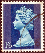 UNITED KINGDOM - CIRCA 1967: A stamp printed in United Kingdom shows Queen Elizabeth II, circa 1967. — Stockfoto