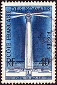 Français des côtes de somalie - vers 1956 : un timbre imprimé en côtes de la somalie français montre le phare de ras bir, vers 1956. — Photo