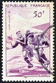 """Francja - około 1956: znaczek wydrukowany we francji od wydania """"sportowe"""" pokazuje rugby gra, około 1956. — Zdjęcie stockowe"""