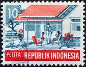 """Indonesia - circa 1969: un sello impreso en indonesia de la cuestión del """"plan de desarrollo quinquenal"""" muestra familia moderna (bienestar social), circa 1969. — Foto de Stock"""