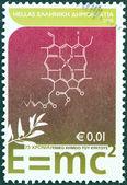 Grecia - intorno al 2005: un timbro stampato in grecia rilasciati per il 75 ° anniversario del laboratorio statale di chimica generale illustrato formula di equivalenza massa energia di einstein, intorno al 2005. — Foto Stock