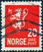 NORWAY - CIRCA 1926: A stamp printed in Norway shows the coat of arms of Norway, circa 1926. — 图库照片