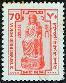 сирия - около 1976: штамп напечатан в сирии показывает древняя статуя богини геры, около 1976. — Стоковое фото