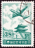 SOUTH KOREA - CIRCA 1954: A stamp printed in South Korea shows Douglas DC-6 over East Gate, Seoul, circa 1954. — Stockfoto
