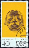 """Německá demokratická republika - cca 1970: známka vytištěna v německu od """"umění nagel, kollwitz a barlach"""" emise ukazuje vytvarovaný hlavu z gustrow kenotaf (ernst barlach), cca 1970. — Stock fotografie"""