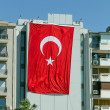 Huge Turkish flag hanging from a building in Turkey — Stock Photo