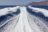 High speed boat wake in Aegean sea — Stock Photo