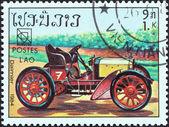 """Laos - circa 1984: een stempel gedrukt in laos van de """"19de congres van de wpu, hamburg. classic sport en race auto's """"kwestie toont daimler, circa 1984. — Stockfoto"""