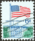 """USA - CIRCA 1968: A stamp printed in USA from the """"Flag"""" issue shows U.S. flag and the White House, circa 1968. — Stock Photo"""