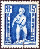 алжир - около 1952: марку, напечатанную в алжире показывает ребенка с орлом, около 1952. — Стоковое фото
