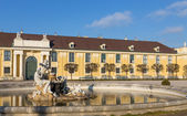 Fountain in Schonbrunn palace courtyard, Vienna, Austria — Stock Photo