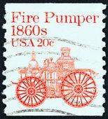 сша - около 1981: марку, напечатанную в сша показывает pumper огонь amoskeag, 1860-е годы, около 1981. — Стоковое фото