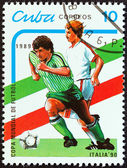 """キューバ - 年頃 1989 年: スタンプ印刷からキューバで、""""世界カップ サッカー選手権、イタリア 1990"""" 問題は年頃 1989 年のサッカー選手を示しています. — Stockfoto"""