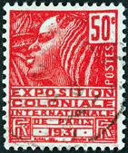 """França - por volta de 1930: um selo imprimido em França desde a questão da """"exposição internacional colonial"""" mostra mulher da tribo fachi, por volta de 1930. — Fotografia Stock"""