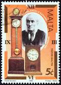 """Malta - alrededor de 1995: un sello impreso en malta de la cuestión """"antiguos relojes"""" muestra michelangelo sapiano (relojero) y relojes, circa 1995. — Foto de Stock"""