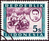 Endonezya - 1947 dolaylarında: endonezya basılmış bir damga motorlu polis, 1947 dolaylarında ali sastroamidjojo (1903-1976), göstermektedir. — Stok fotoğraf