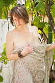 Naked woman near the bushes of the vineyard — Stock Photo