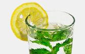 Glas lemonad med mynta — Stockfoto