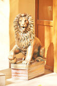 Sculpture of a lion guarding the door — Stock Photo