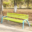 Old bench in autumn park — Stock Photo