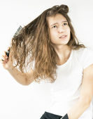 Girl and comb — Stock Photo