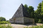 Pyramida v novém parku v postupimi — Stock fotografie